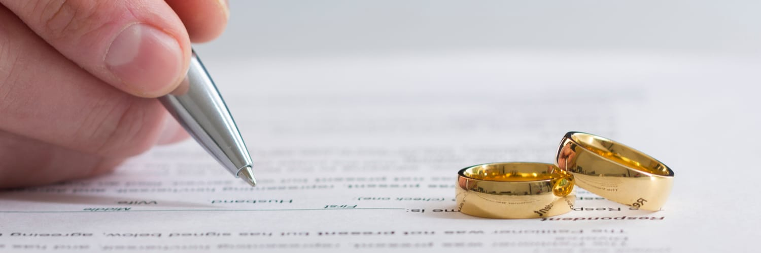 Who Pays Attorney Fees in a Divorce in Illinois?